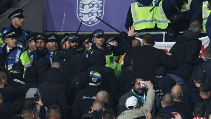 ฉาวอีก! แฟนบอลฮังการีเหยียดผิวนักเตะผู้ดี จนตำรวจต้องเข้าระงับเหตุ ทีมชาติ